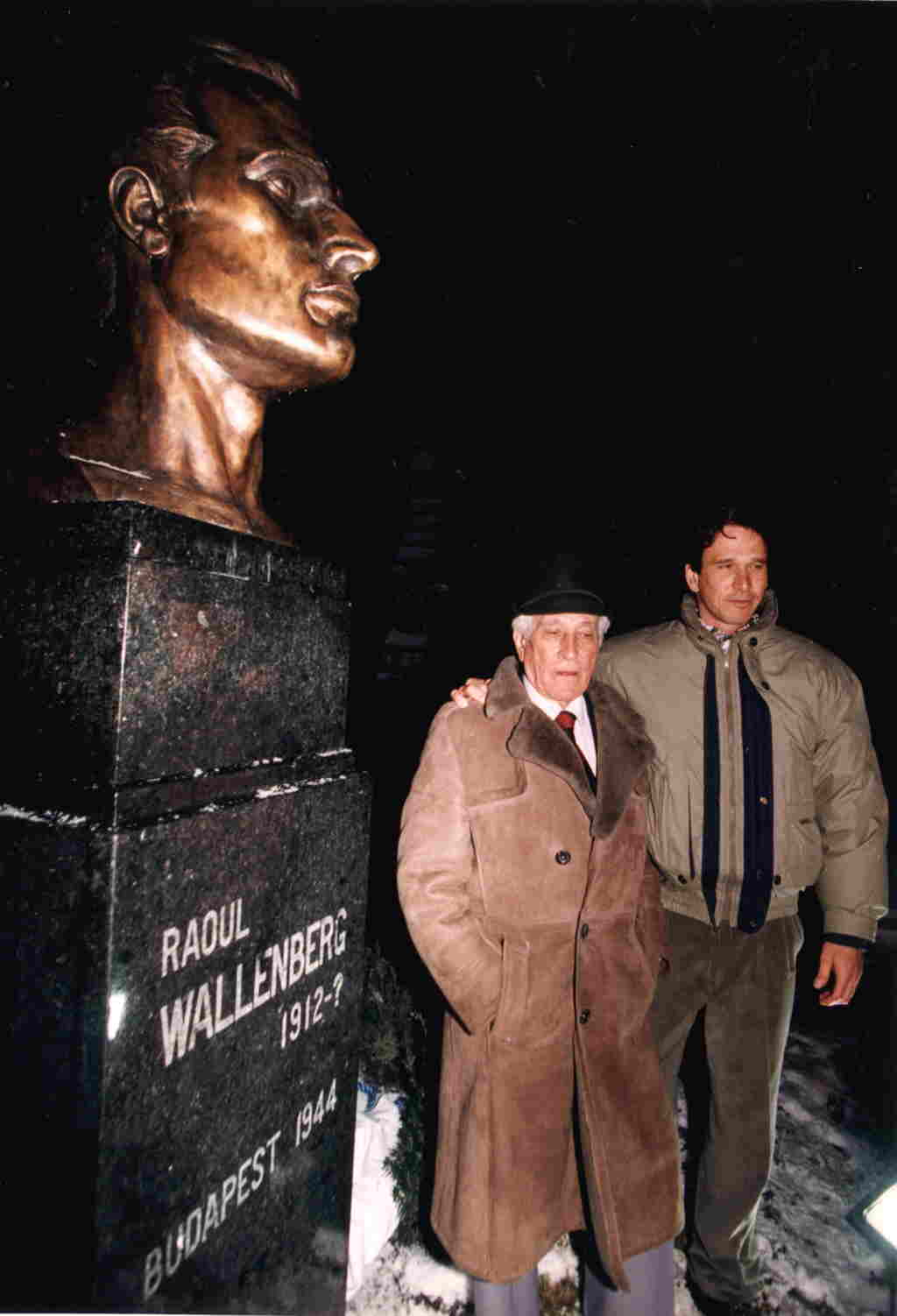 Bust honors man behind   Wallenberg passports Raoul Wallenberg Passports